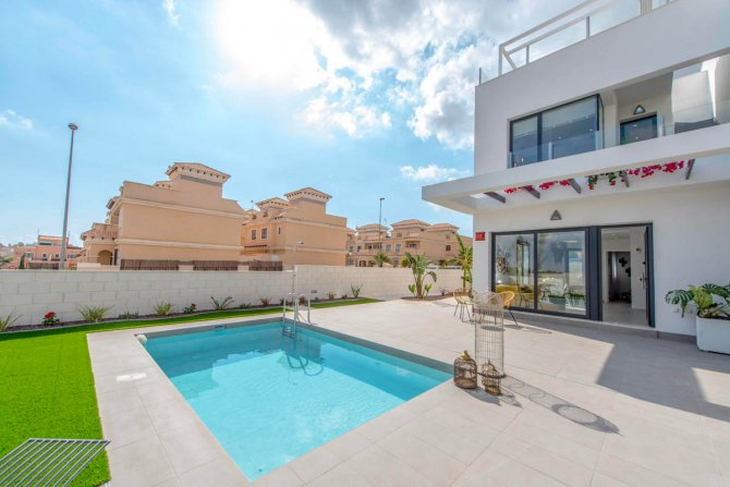 Spacious townhouses with room for private pool