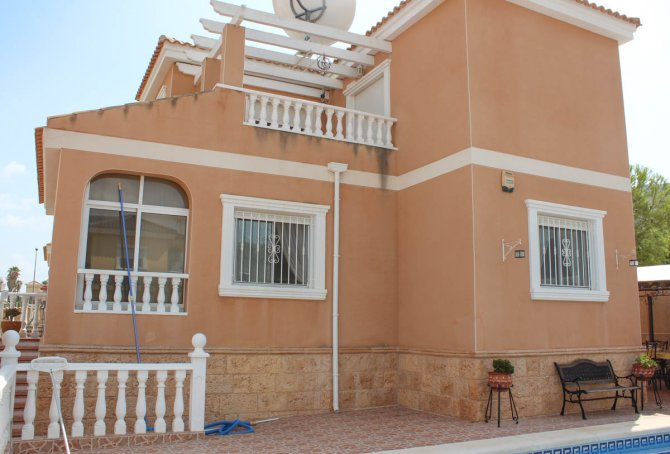 Villa with private pool within walking distance of Spanish village