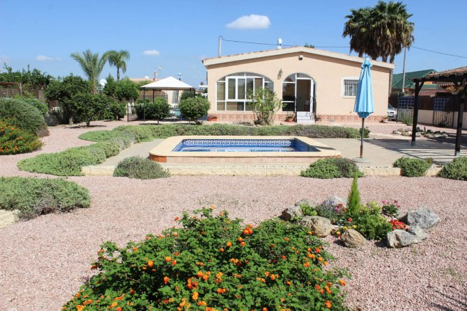Spacious, sunny, well-presented villa - off road parking & plunge pool in quiet location