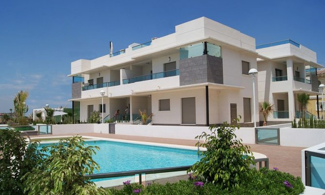 Luxury 2 bed 2 bath bungalow apartments with communal pool