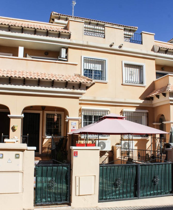 South-facing Townhouse in Villamartin Playa Flamenca Area