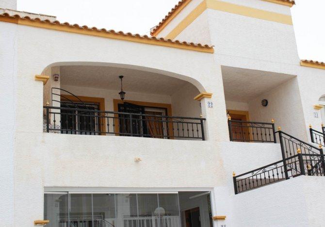 Upstairs apartment with solarium on very popular golf resort