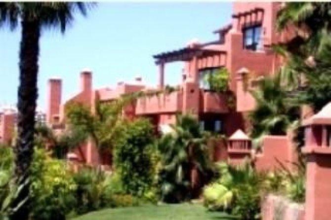Spacious luxury semi-detached villas with 2 communal pools