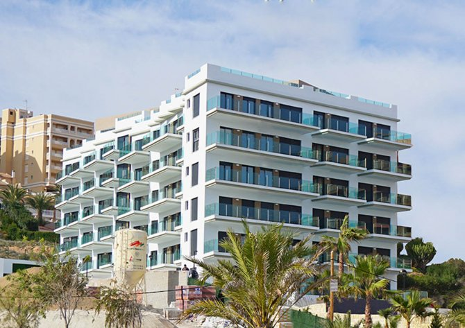 Modern 2 bed/2 bath apartments, with front line beach location