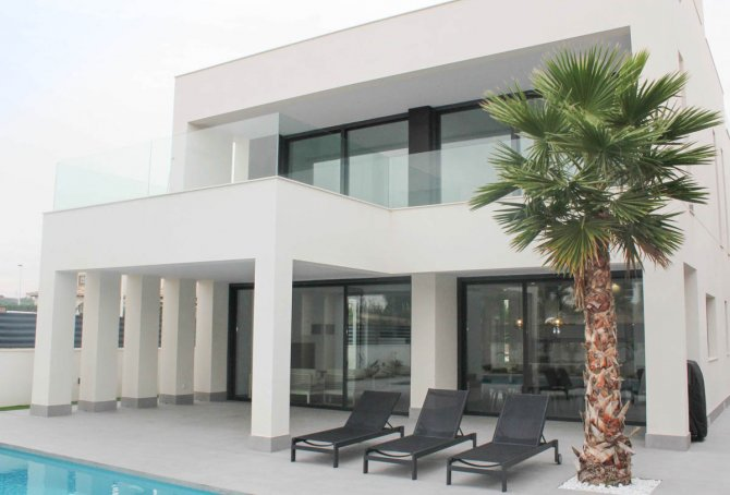 Stunning 4 build villas with private pool and sea views, only 700 meters from the beach