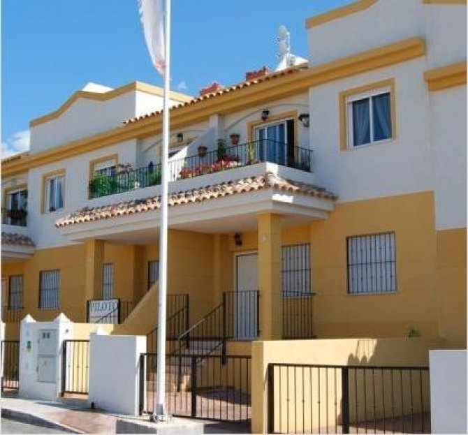 2 bed/2 bath bungalows situated in the lovely Spanish village of Cox with communal swimming pool and garden area.