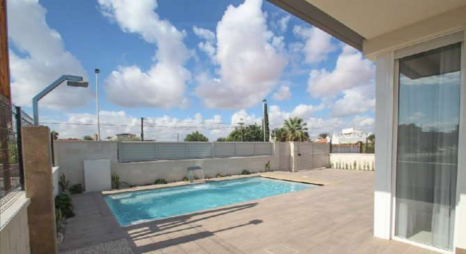 Luxury development of 3 bed/2 bath bungalows with communal pool