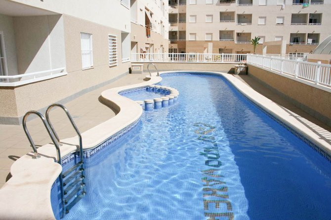 Beautiful brand new 2 bedroom apartment with communal pool in Torrevieja centre