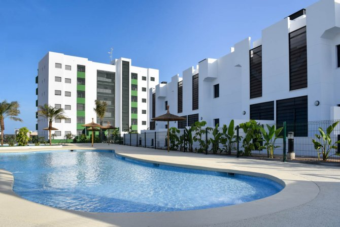 Brand new 3 bed apartments with communal pool only 850 meters from the beach