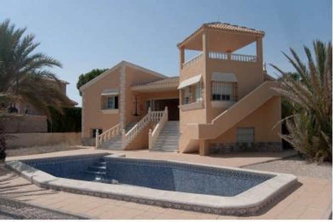 Luxury villa with a private pool and private pier located between the Mar Menor and the sea