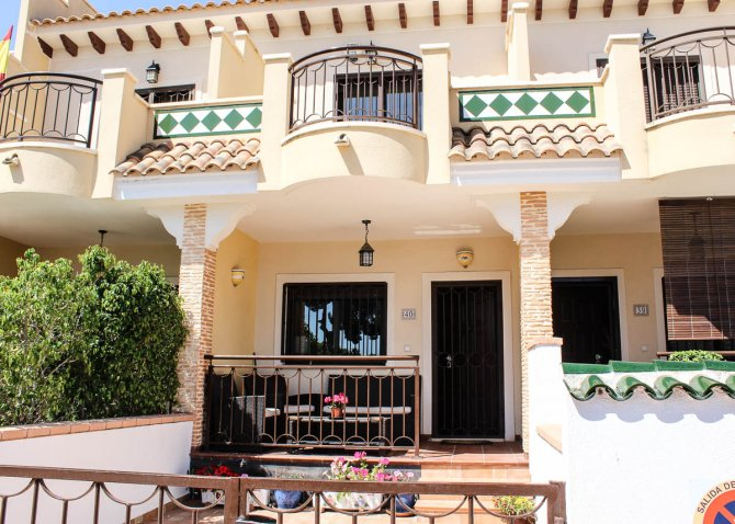 Well-presented, Fortuna model townhouse with communal pool in Doña Pepa