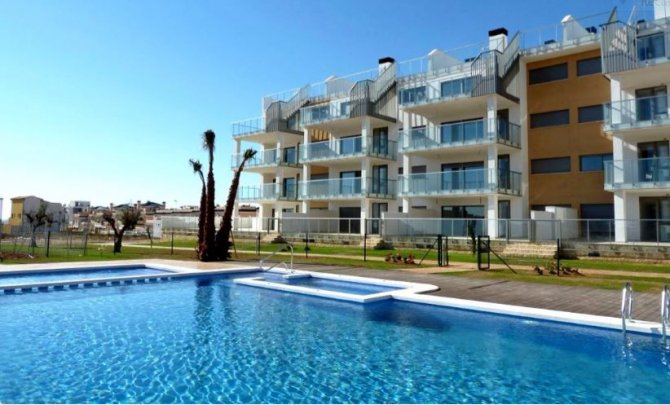 Luxury 3 bed 2 bath apartments with spacious terraces and communal pool
