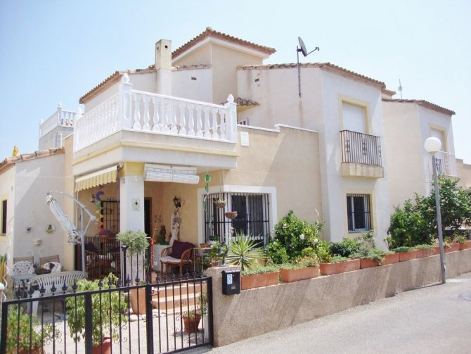 Delightful villa with south facing sun terrace