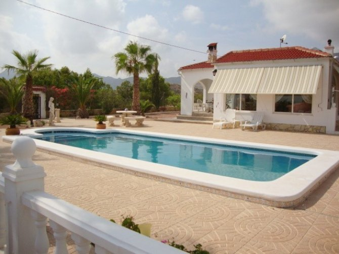 Immacualte country property on 2200 m2 plot with private pool and fabulous views