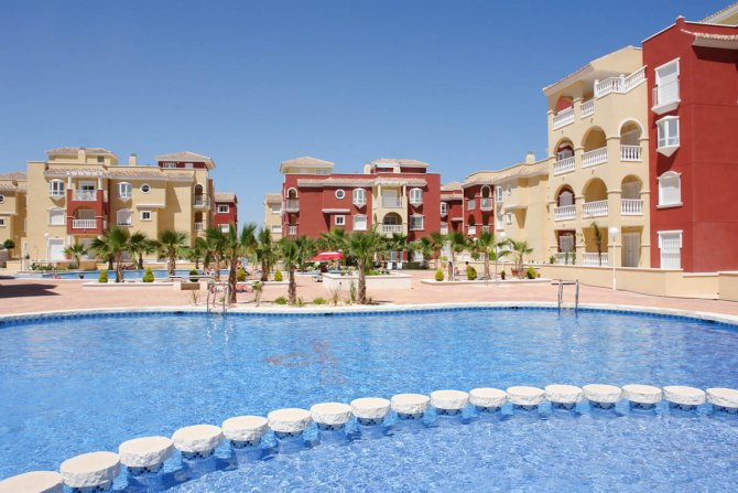 2 bedroom apartments with communal pool