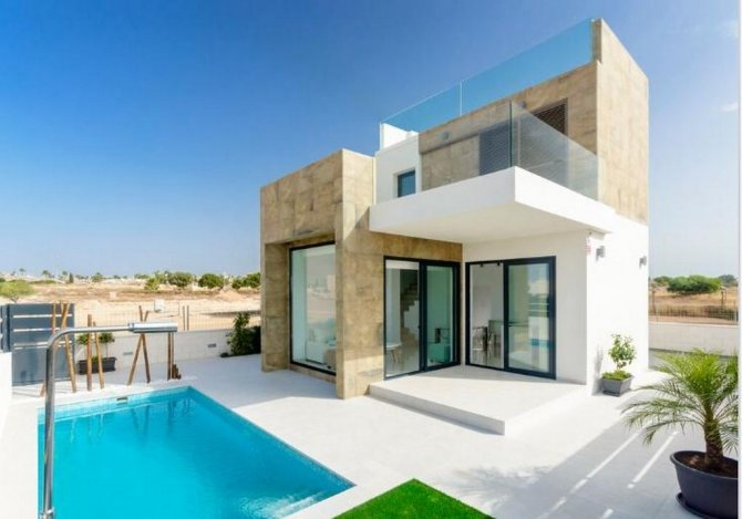 3 bed 3 bath detached villas with option of a salt water pool on a gated complex