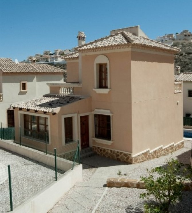 Superb 3 bed/2 bath villa with private pool, situated in a fabulous setting with fantastic front line golf course views