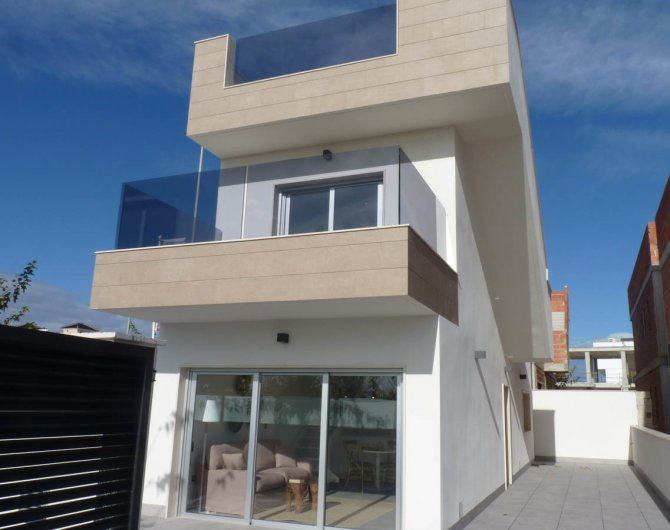Detached villas 600m from the beach