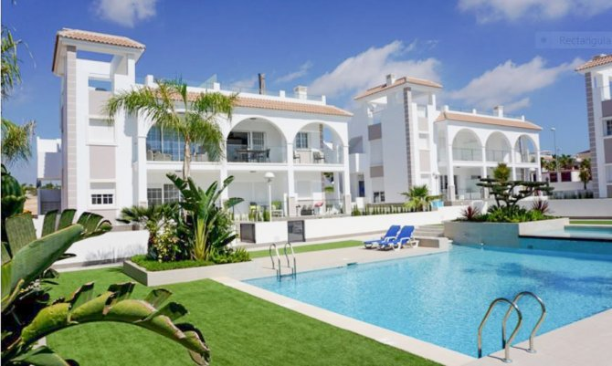 2 bed/2 bath high quality apartments with communal pool within walking distance to shops, bars and restaurants
