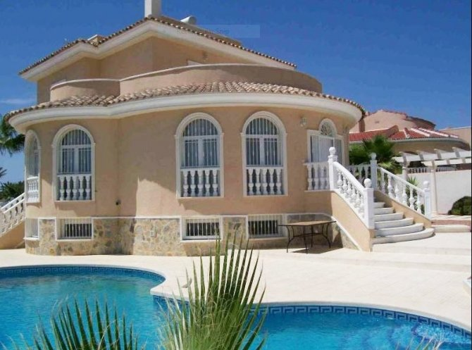 Superb detached part furnished villa with private pool and large games room