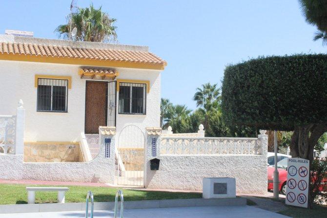 LONG TERM RENTAL Superb corner bungalow overlooking the community pool