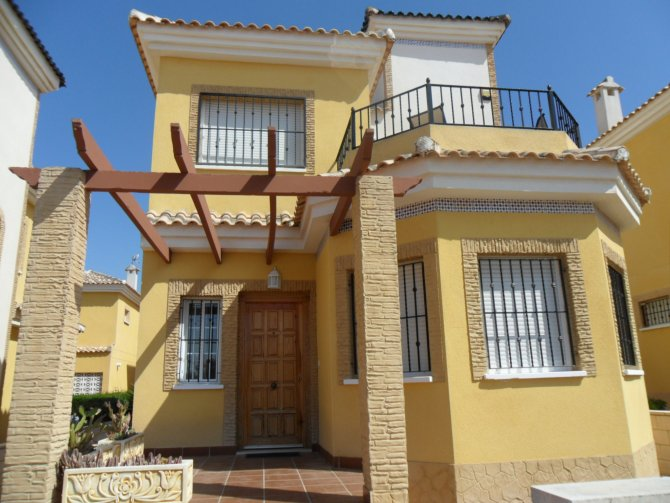 LONG TERM RENTAL (Minimum 6 months) - Well presented, detached villa