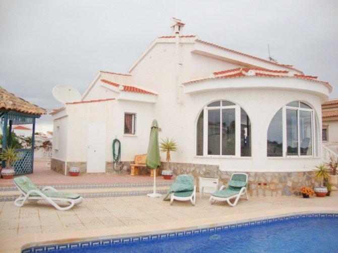LONG TERM RENTAL (Minimum 6 months) - Beautiful south facing villa + private pool
