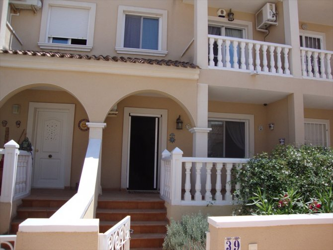 LONG TERM RENTAL - Large, unfurnished south facing, townhouse with garage