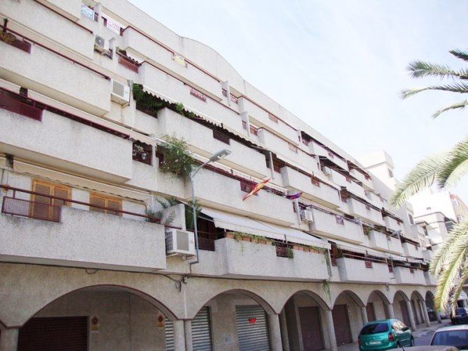 Spacious 2nd floor apartment with extra large balcony