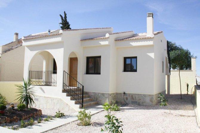 Classic villa with optional solarium on good sized plot
