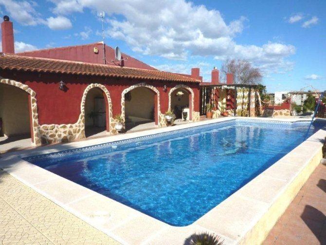 Lovely part furnished finca with stable, paddock and static caravan