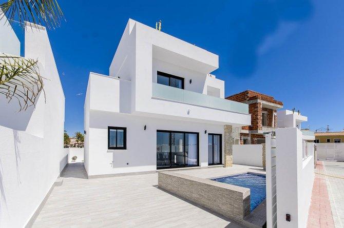 Luxury villa with pool walkable to amenities