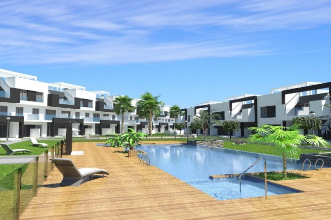 Modern 3 bed 2 bath ground floor and top floor apartments with communal pool and spa area on a lovely gated community