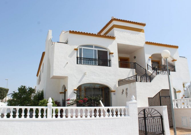 South facing, upstairs apartment with solarium on popular golf resort