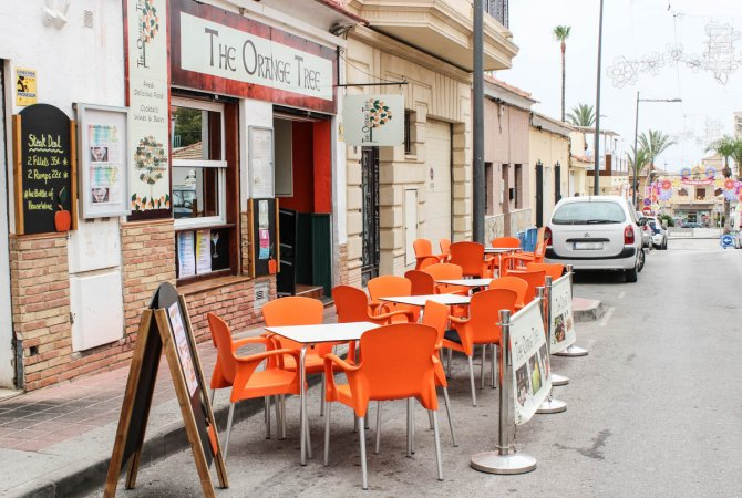 Well-established and popular café and restaurant in Algorfa village