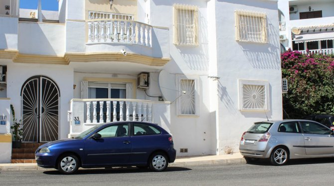 Ground floor apartment with communal pool, easy walking distance to amenities