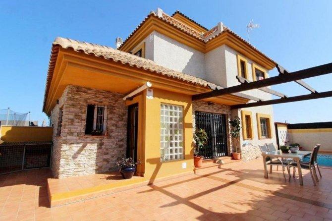 Duplex Apartment in Los Montesinos
