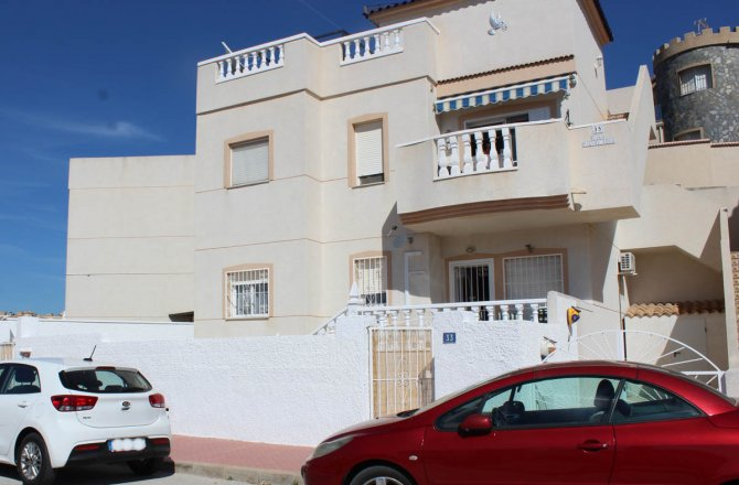 LONG TERM RENTAL (Min. six months) - Well-presented apartment with comm. pool