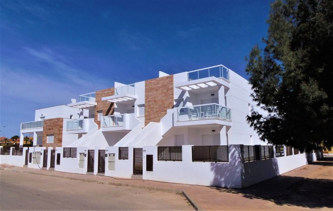 4 bedroom town houses with underbuild & communal pool within walking distance of the Mar Menor