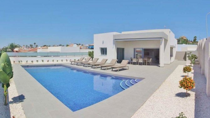 Stunning 3 bed 2 bath villas with private pool walkable to amenities in Benijofar