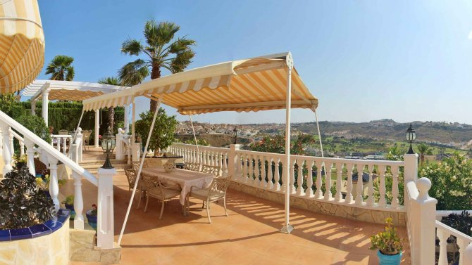 Large detached Villa with views over the La Marquesa golf course