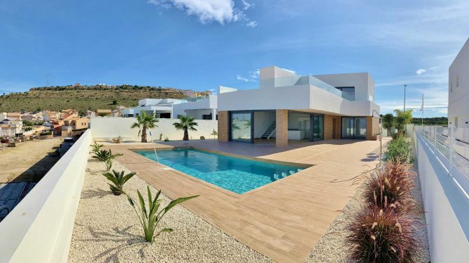 Stunning new villa with incredible views