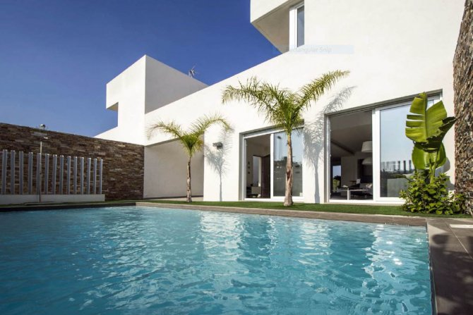 Stunning 3 bed villa with private pool and underground garage.