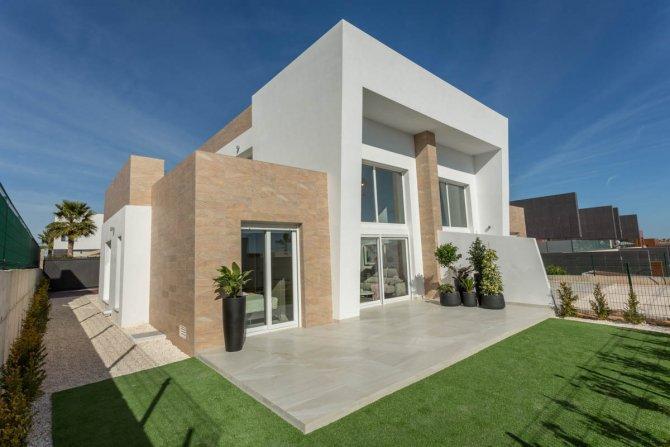 Stunning semi-detached villas on La Finca Golf Resort