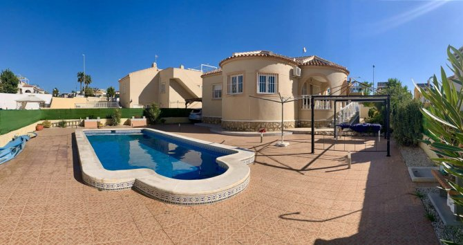Lovely detached villa with private pool set in a 500m2 plot