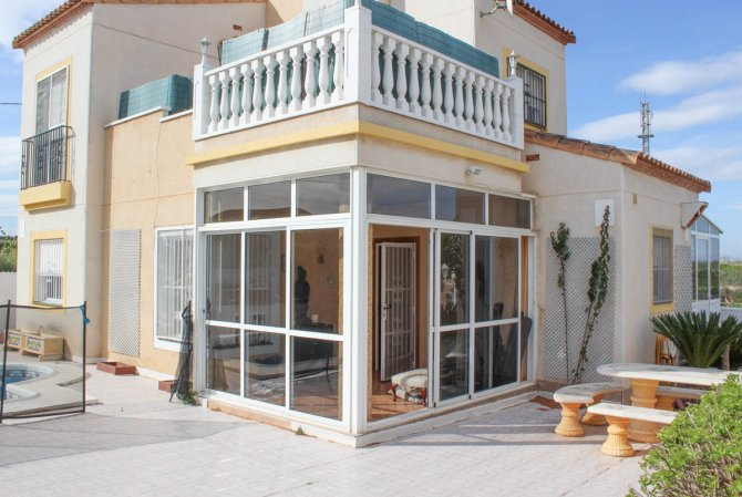 Large 3 bed detached villa, with private pool in quiet cul-de-sac