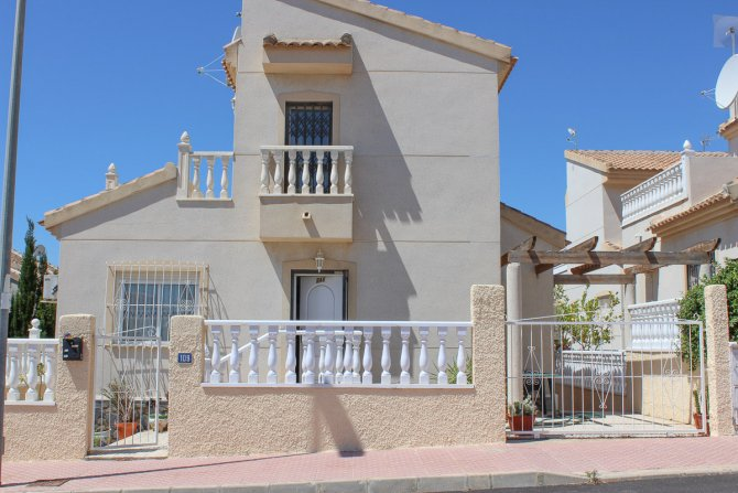 Well presented fully furnished south facing villa
