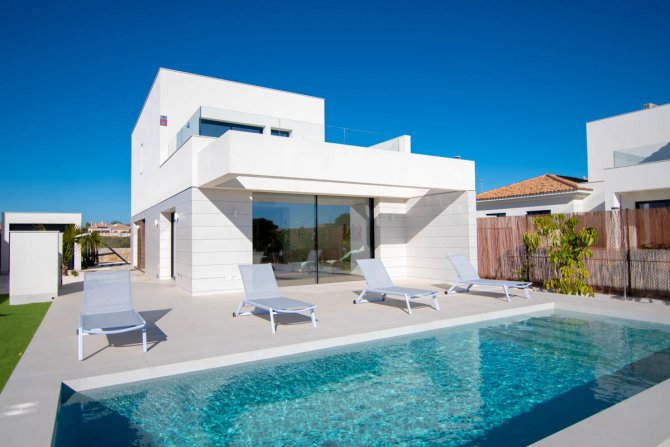 Stunning south and southeast facing villas with private pools