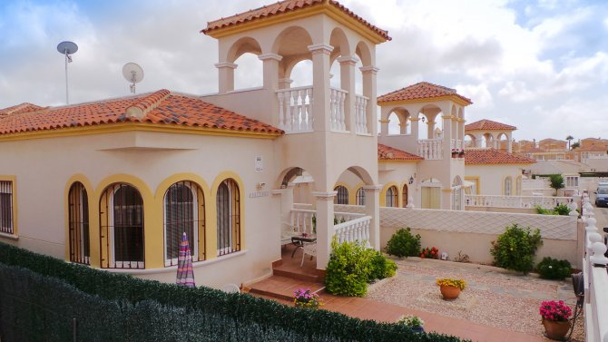 South facing Carla style Villa on 220m2 plot
