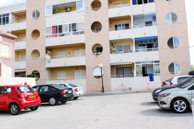 LONG TERM RENTAL (Min six months) - 2 bed apartment on local bus route